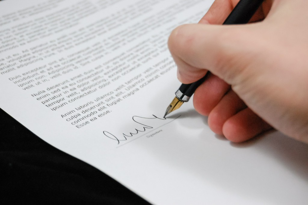 Mache einen Dienstvertrag - da freuen sich beide Seiten.