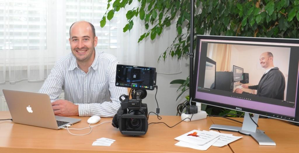 Markus Kaiser-Mühlecker, diesmal im Office seiner Filmproduktion