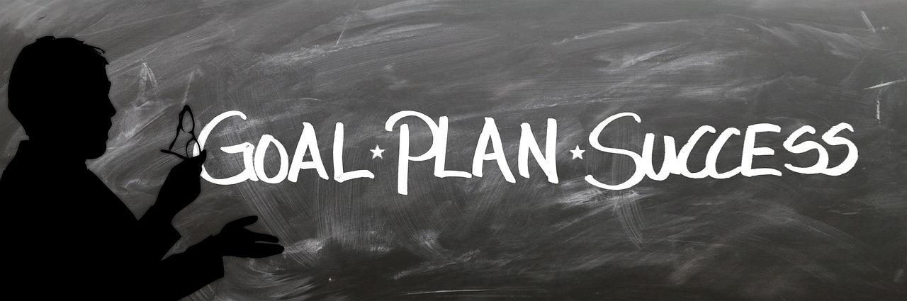 Tafel mit den Wörtern Goal, Plan und Sucess